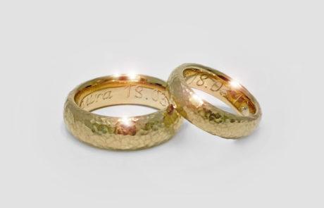 Kundenanfertigung eines Ringpaares in 750 Roségold fugenlos handgeschmiedet und handgraviert
