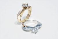 Herzform Diamantenringe in 750 Weissgold und 750 Roségold mit Brillanten 1.0ct. gefasst in 4 Griff Chaton mit seitlichem Brillantenpavé