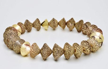 Areka-Palmnuss Collier mit handmontierten Collierteilen in 750 Gelbgold und 585 Palladium